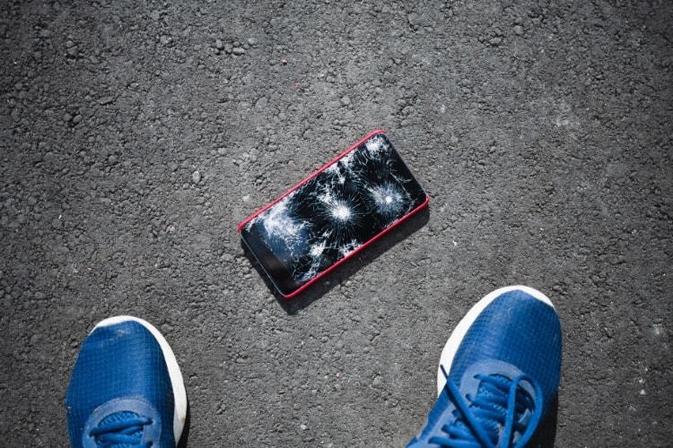 pęknięte szkiełko smartfona